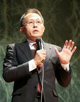 核軍縮を訴えるシンポジウムで発言するICANの川崎哲国際運営委員=23日午後、長崎市の長崎原爆資料館