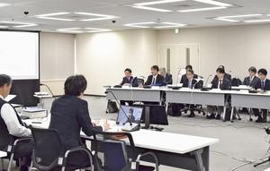 敦賀原発2号機(福井県敦賀市)の地質データを書き換えた問題を受けて開かれた原子力規制委の審査会合=2月14日、原子力規制庁