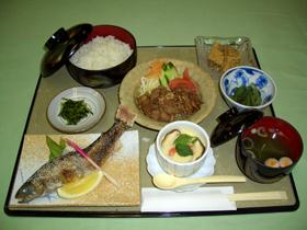 名山・荒島岳を眺めながら、ゆっくりとお食事を