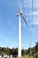 あわら北潟風力発電所6号機=10月16日午前11時45分ごろ、福井県あわら市北潟