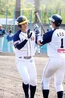 滋賀―福井 3回表福井無死1塁、石井建斗(左)が2点本塁打を放ち、ホームに生還=守山至民