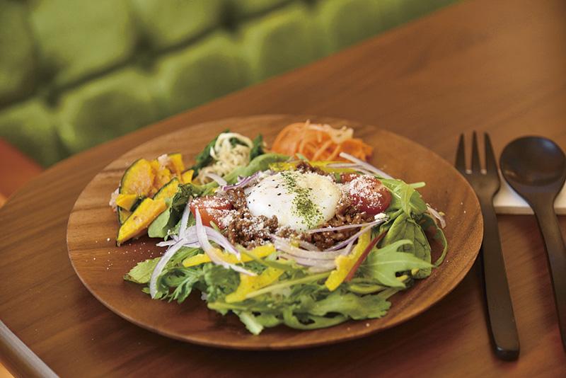 鹿や猪肉のジビエ料理をオシャレに味わえる。
