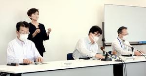 新規感染者の状況を説明する福井県幹部ら=9月7日、福井県庁