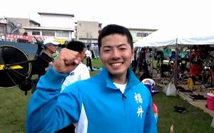 自転車少年男子1000メートルタイムトライアルで優勝しガッツポーズをする市田龍生都=9月27日、福井県福井市の福井競輪場