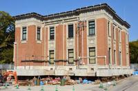 「九州沖縄なう」築90年の県庁舎、70m移動