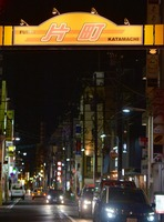 新型コロナウイルス対策で多くの店が休業する福井県福井市の繁華街「片町」=4月2日