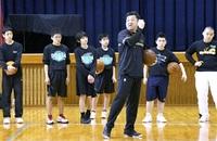 Bリーグ目指す「県プロバスケクラブ」 ジュニア育成に本腰 越前市で中学生にクリニック 試合に生きる技伝授