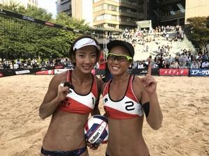 3連覇した村上めぐみ(右)と石井美樹(左)のペア=大阪府大阪市