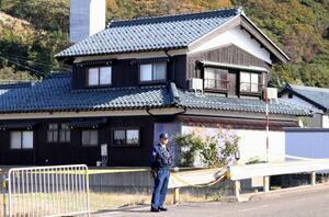 3人の遺体が見つかった住宅=17日午後1時27分、福井県敦賀市