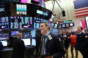 年初の取引が行われた米ニューヨーク証券取引所=2日(ゲッティ=共同)