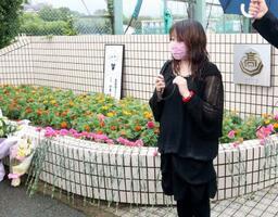 追悼集会に参加し、思いを語る鈴木陽子さん=6日午前、神戸市西区