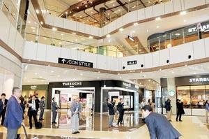 福井の店舗をはじめ168のテナントが出店するイオンモール新小松=21日、石川県小松市