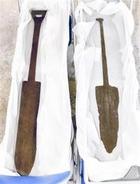 西塚古墳若狭町から木製鋤 2点、周濠で県内初出土 祭祀に使用か
