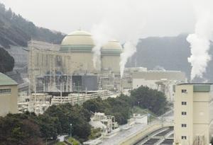 関西電力高浜原発3号機(手前)=29日、福井県高浜町田ノ浦