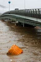 うねる濁流が住宅襲う、九州