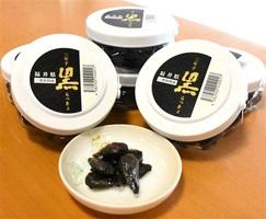 9月1日から販売される「三年子黒らっきょ」=福井県坂井市の道の駅「みくに」