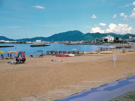小浜市街地から歩いていける穏やかな人工海浜