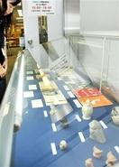 故山本さん寄贈品見て 市図書館 置物や野鳥本展…