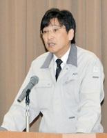 職員に年頭の訓示を行う田口康本部長=4日、福井県敦賀市の原子力機構敦賀事業本部