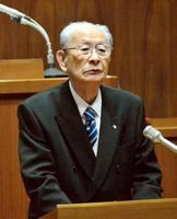 香川県綾川町の町議会本会議で、引退する意向を表明した藤井賢町長=8日午前