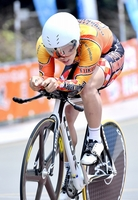 自転車の男子1000メートルタイムトライアル決勝 懸命にペダルをこぐ科学技術の市田龍生都=8月6日、静岡県の日本サイクルスポーツセンター