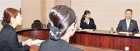 あわら、坂井巡り知事が課題聞く 若者、議会と意見交換