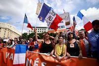 仏で接種促進反対デモが拡大