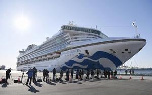 横浜・大黒ふ頭に着岸したクルーズ船「ダイヤモンド・プリンセス」=2月9日午前8時40分