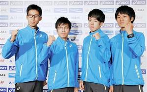 世界選手権競歩代表に選ばれ、ポーズをとる(左から)荒井広宙、小林快、松永大介、高橋英輝=20日午後、東京都内のホテル
