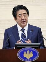 政府の緊急事態宣言に関し、39県での解除を表明する安倍晋三首相=5月14日午後、首相官邸