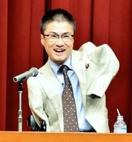 済生会フェア市民公開講座で講演する乙武洋匡さん=27日、福井市の福井県済生会病院