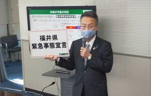 独自の緊急事態宣言を発出した福井県の杉本達治知事=4月22日、福井県庁
