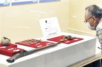 食器や仏具、鉄砲部品… 出土遺物一乗谷を語る 朝倉氏遺跡資料館(福井)特別展 「観光地カード」配布も