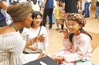 児童、楽しく英語交流 県立図書館 ALTら招き講座