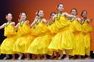 「フラガールズ甲子園」で初の最優秀賞に輝いた福島県立好間高のダンス=11日午後、福島県いわき市