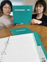 点字メニュー表を製作した点訳サークル「ふきのうとう」のメンバー=福井県勝山市役所