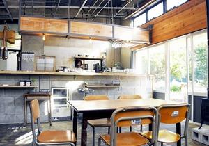 閉所した保育所の教室を改装したカフェ=福井県南越前町古木