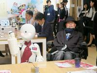 舩後氏、ロボットカフェを視察