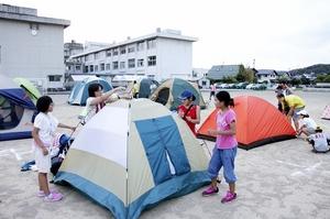 校庭でテント泊も、変わる防災体験