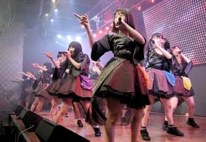 仮面女子のライブで披露された鯖江産の繊維を使った新衣装=15日、東京・秋葉原の仮面女子CAFE