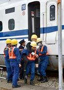 東京パラに備え、新幹線避難訓練
