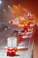 大雪の影響で渋滞する北陸自動車道上り線=1月9日午後8時5分ごろ、福井県坂井市丸岡町の女形谷パーキングエリア付近