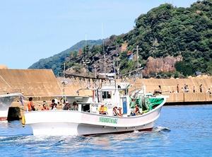 越前さかなまつりで人気を博した漁船乗船体験=2016年9月、福井県越前町の越前漁港