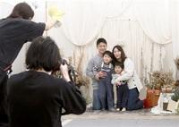 【ふくまむ通信】家族写真にっこにこ 本社で撮影会