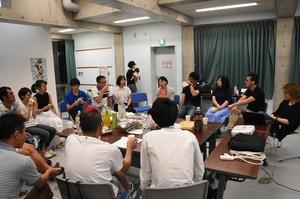 「大量の宿題とドリル教育の価値」をテーマにおしゃべりを展開した「福井新聞オンライン×ゆるパブコラム・オフ会」=7月、鯖江市内
