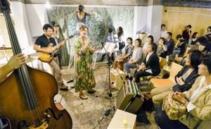 音楽とアートが共演した「sankaku」オープンイベント=18日、福井市中央1丁目の「ふくいこれからビル」