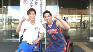 車いすバスケットボールで東京2020を目指す福井県の古崎倫太朗選手と北風大雅選手=10月7日、福井県福井市の福井県営体育館