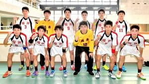 ハンドボール少年男子で3位入賞を果たした福井=8日、松山市総合コミュニティーセンター体育館