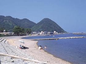 漁師町の面影が残る海水浴場。宿泊施設も充実