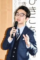 大人のひきこもりについて講演する桝田智彦氏=11月30日、福井県福井市の県教育センター